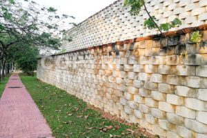 Interlocking designed retaining wall to manage earth erosion - ThamKC Royalty-Free Photos