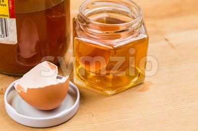 Egg shell soak in apple cider vinegar as home remedy to relieve itchy skin Stock Photo