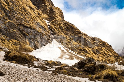 Glaciers on mountains valley on the trek path of Nepal Annapurna circuit Stock Photo