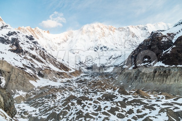 Mountain peaks and valley at Annapurna base camp, Nepal Stock Photo