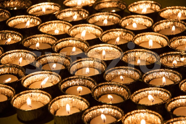 Tea lights in jar illuminates a dark surrounding Stock Photo