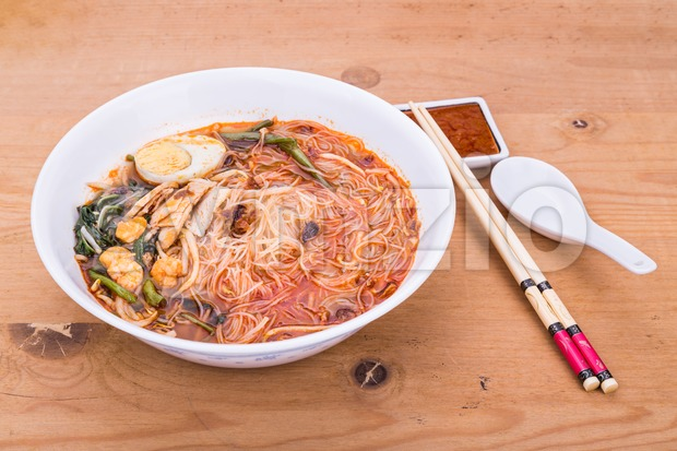 No frills Asian prawn mee vermicelli noodles with spicy soup Stock Photo