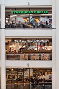 KUALA LUMPUR, MALAYSIA, May 20, 2016: Starbucks and The Coffee Bean & Tea Leafs outlets on different levels at KLCC Shopping Mall, Kuala Lumpur.  Stock Photo