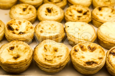 Tray of freshly baked delicious Portuguese egg tarts Stock Photo