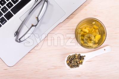Chrysanthemum tea traditional remedy to improve eyesight, clear liver heat Stock Photo