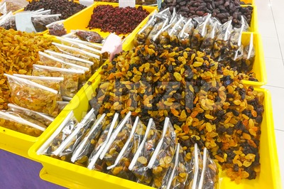 Raisin on sale at bazaar for Muslim iftar break fast Stock Photo