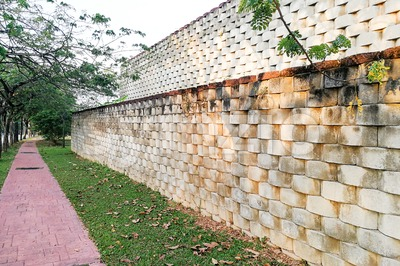 Interlocking designed retaining wall to manage earth erosion Stock Photo