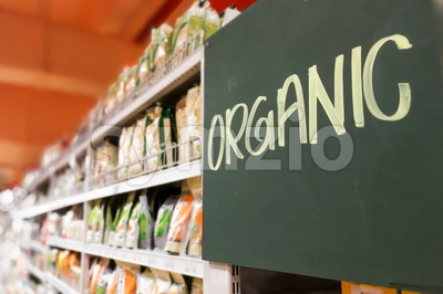 Organic food signage on modern supermarket grocery aisle Stock Photo