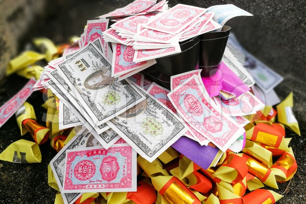 Chinese taoism tradition burn paper money and gold to ancestors Stock Photo